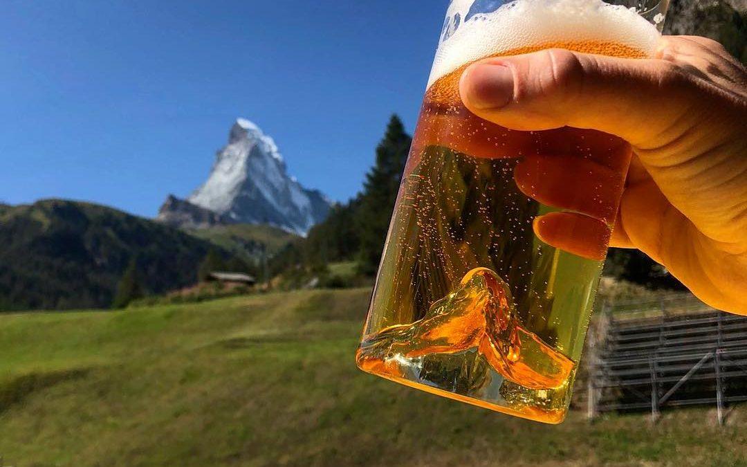 Alpinte : le sommet du Cervin au fond du verre à bière