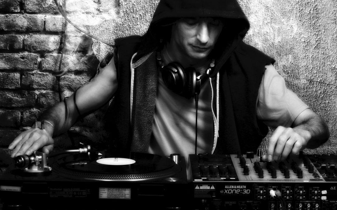 St.Paul : le premier DJ valaisan de techno mixe et compose toujours !