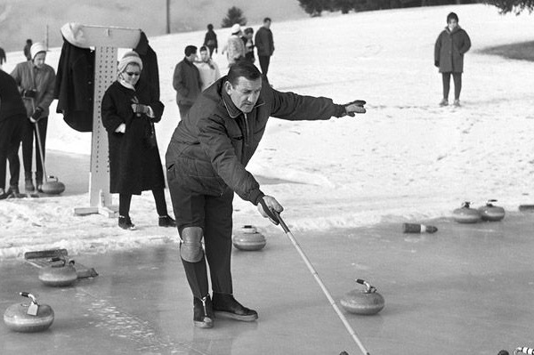 Lino Ventura à Crans-Montana: entre curling et poilades!
